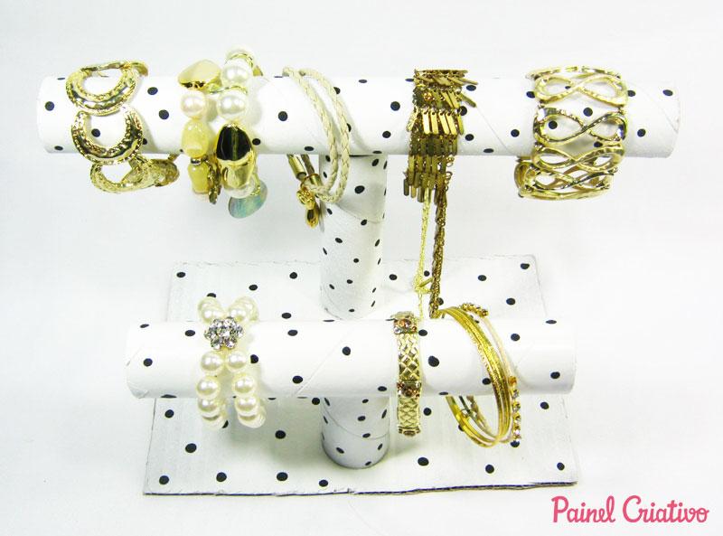 passo a passo porta pulseira colares tubos papelao reciclagem (5)