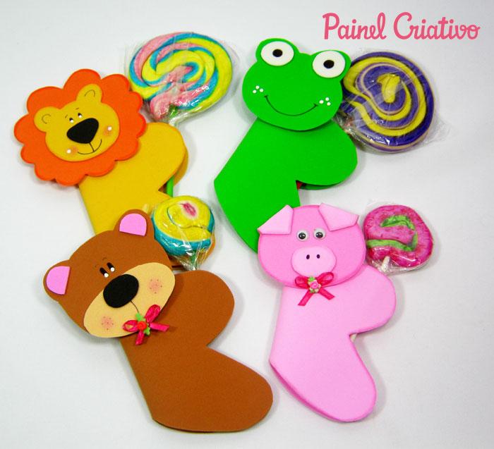 como fazer lembrancinha eva dia das criancas porta pirulito bichinhos leaozinho ursinho porquinho sapinho (1)