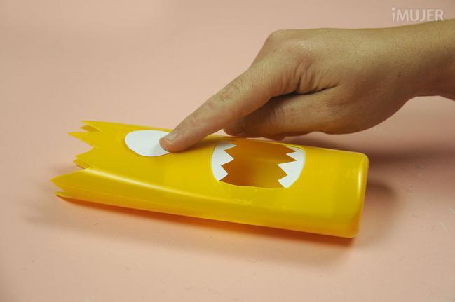 como fazer porta lapis embalagem de shampoo reciclagem alunos atividade escolar (8)