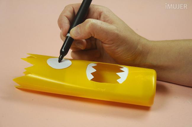 como fazer porta lapis embalagem de shampoo reciclagem alunos atividade escolar (9)