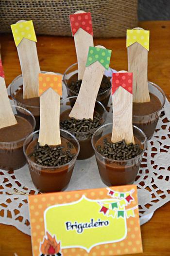 10 ideias decoracao festa junina anivesario festinha escola em casa brigadeiro colher(8)