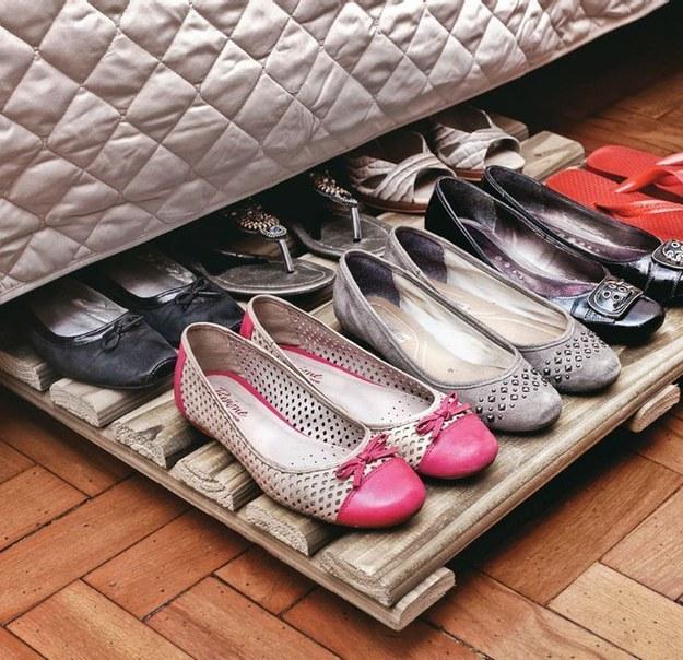 12 ideias truques organizacao casa pallet organizar sapatilhas  (7)