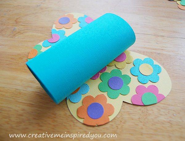 passo a passo reciclagem borboletinha rolinho papel higienico sobras papel colorido atividade sala de aula criancas (6)