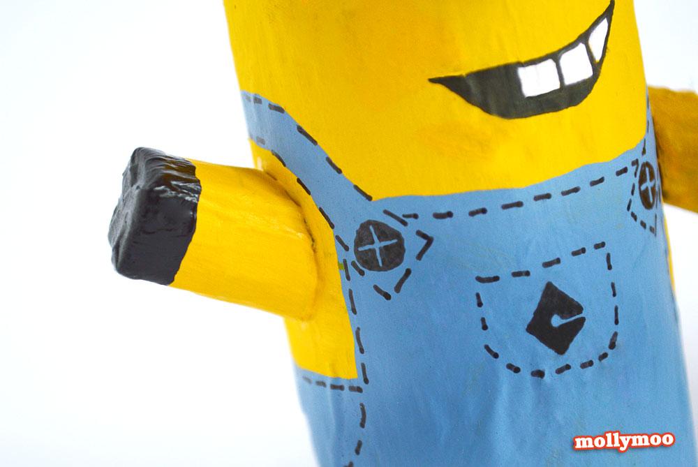 como fazer bonequinho minions rolinho papel higienico reciclagem brinquedo crianca escola sala de aula (3)