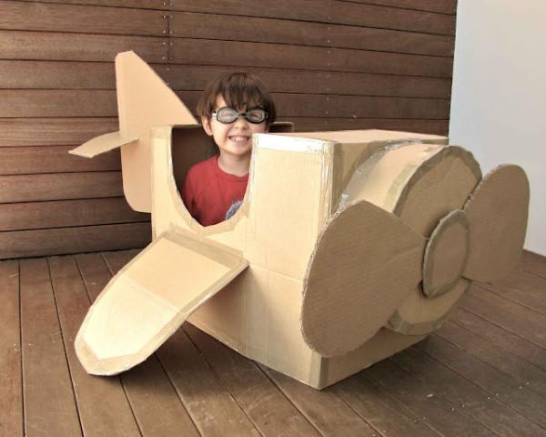 12 ideias brinquedos feitos caixa papelao reciclagem atividade criancas brincar em casa (4)