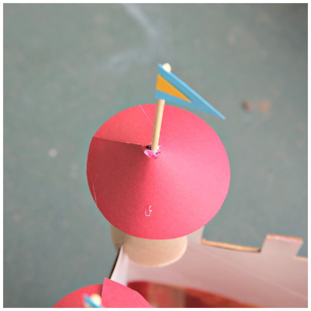 brinquedo reciclado castleo com caixa cereal rolinho papel criancas ferias 4