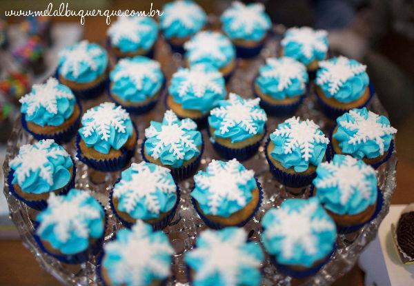 10 ideias criativas festa aniversario frozen princesa elsa olaf meninas deocracao mesa doces bolos (6)