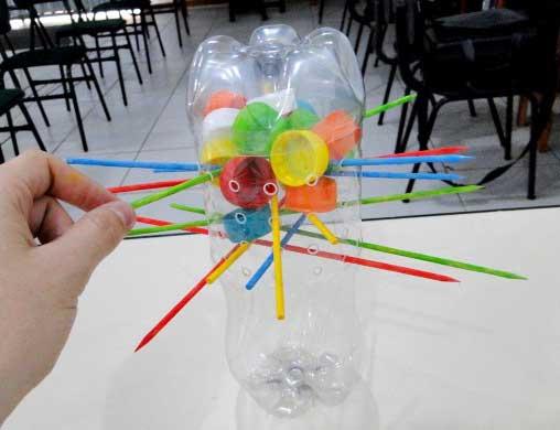 Armario De Quarto Feito De Caixote ~ Ideias Criativas de Brinquedos Reciclados com Garrafa Pet Painel Criativo