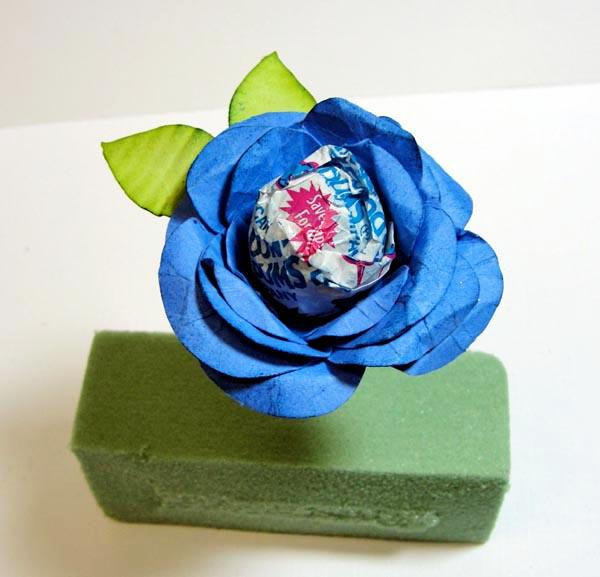 como fazer lembrancinha flor de papel porta pirulito dia das criancas dia maes dia professores decoracao festa aniversario mesa de doces (3)