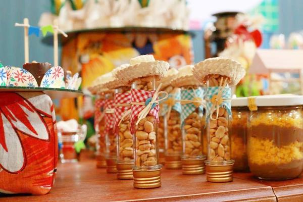 ideias criativas docinhos decoracao mesa doces festa junina (10)
