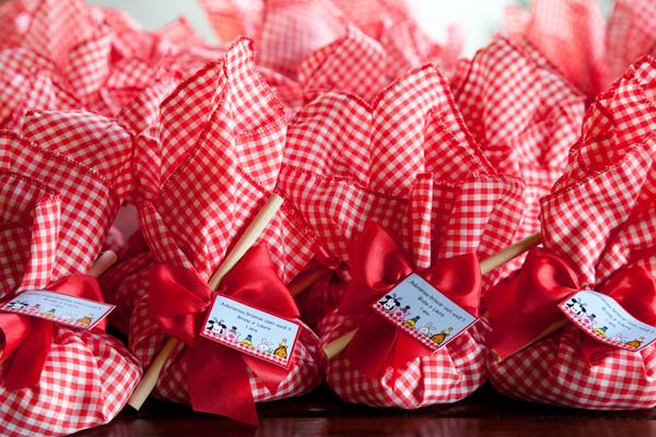 ideias criativas docinhos decoracao mesa doces festa junina (13)