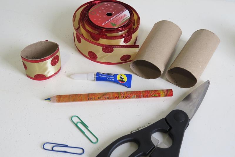 como fazer porta guardanapo natal  rolo papel higienico fita decorativa decoracao mesa natalina reciclagem 2