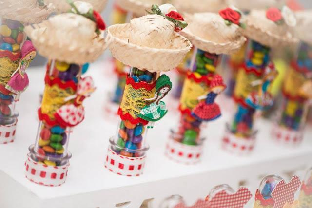 como fazer lembrancinha tubetes festa junina caipira decoracao mesa doces 6
