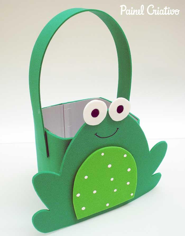 melhores ideias lembrancinha porta guloseimas dia das criancas reciclagem caixinha leite EVA recicalgem sapinho